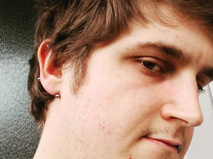 boys lobe piercing