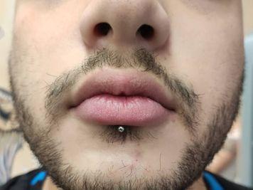 labret piercing on men