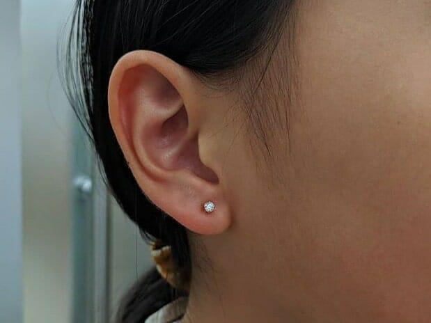 little girl ear lobe piercing