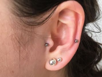 tragus with auricle piercing